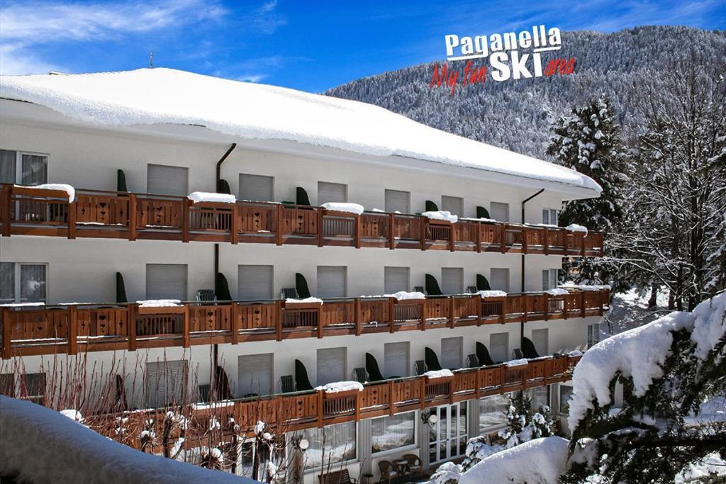 28-11709-Itálie-Molveno-Hotel-Miralago-–-6denní-lyžařský-balíček-s-denním-přejezdem-pouze-pro-dospělé-osoby-89021